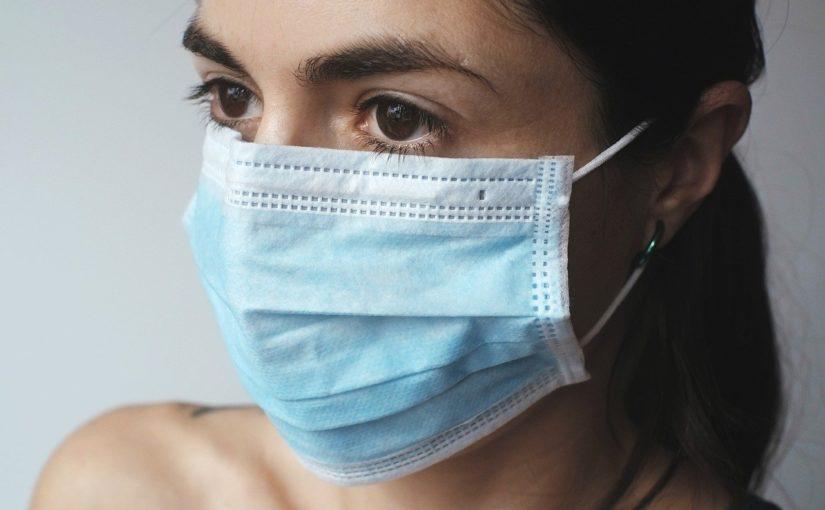 Praca z domu, wirusy i fejk niusy